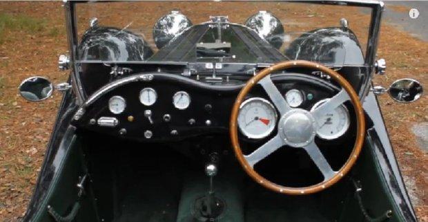 Jaguar SS100 Cockpit